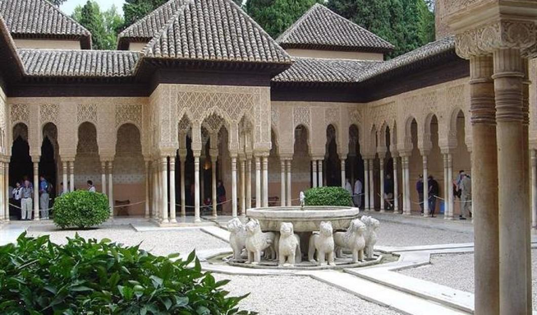 8) قصر الحمراء، غرناطة، إسبانيا