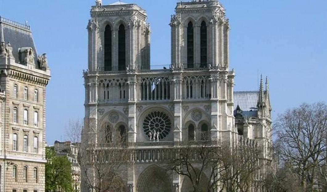 1) نوتردام دي باريس، باريس، فرنسا
