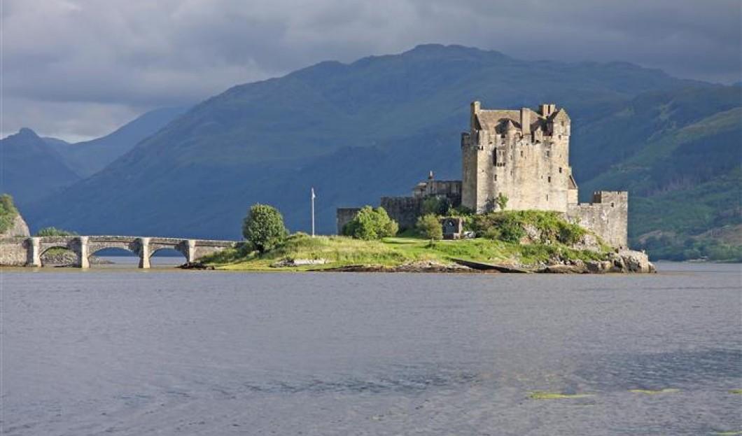 قلعة إيليان دونان Eilean Donan Castle في اسكتلندا.