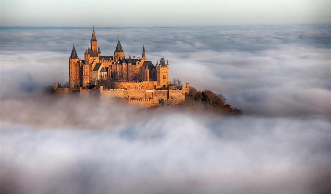 قصر هوهنزولرن Hohenzollern في ألمانيا.