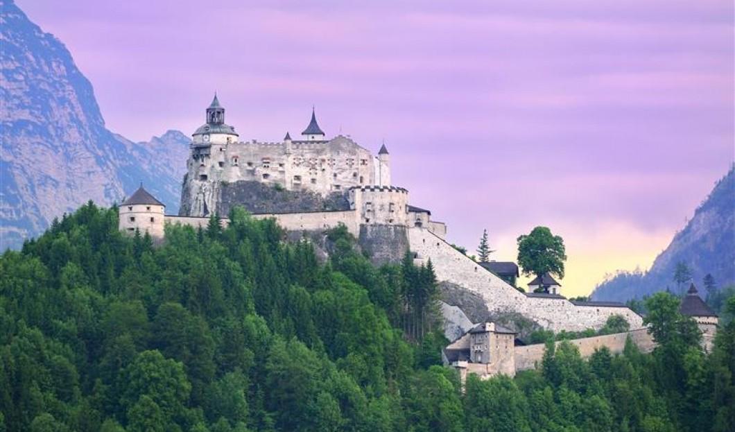 قلعة هوهن ويرفن Hohenwerfen في النمسا.