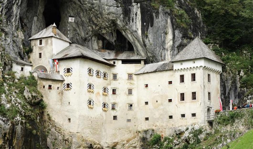 قلعة بريدجاما Predjama في سلوفينيا.