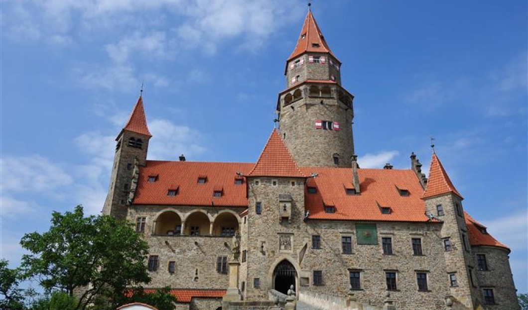 قلعة بوزوف Bouzov في جمهورية التشيك